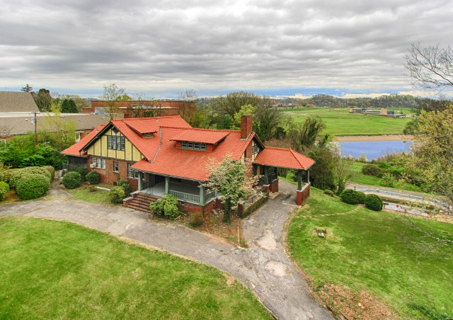 SOLD! AUCTION CANCELED – Estate Auction – 4.8 Acres with 5,925 sq. ft. Riverfront Home in Sequoyah Hills Area – NO BUYER'S PREMIUM