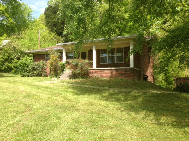 Auction – Single Family Home on 4.1 Acres with Outbuilding